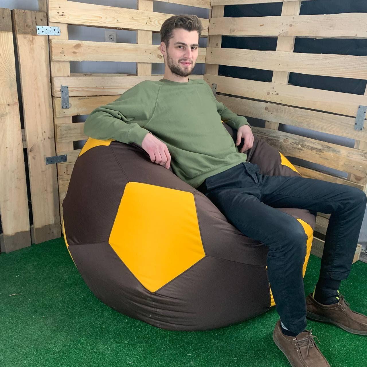 Крісло Мяч Оксфорд XL коричнево-желтый - человек